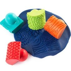 Make animal pattern on dough with this Rocker Stampers set of 4